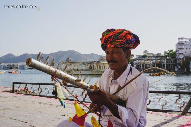 Musician at Lake Pichola in Udaipur