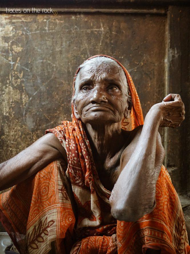 Old women near Marnikarnika Ghat